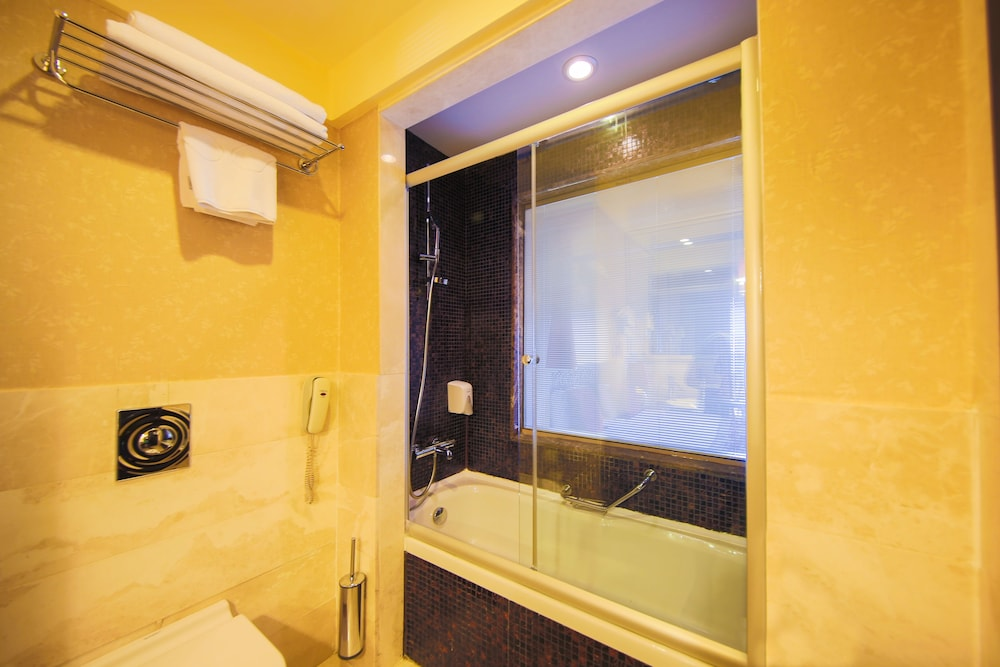 Bathroom Shower, Horus Paradise Luxury Resort - All Inclusive