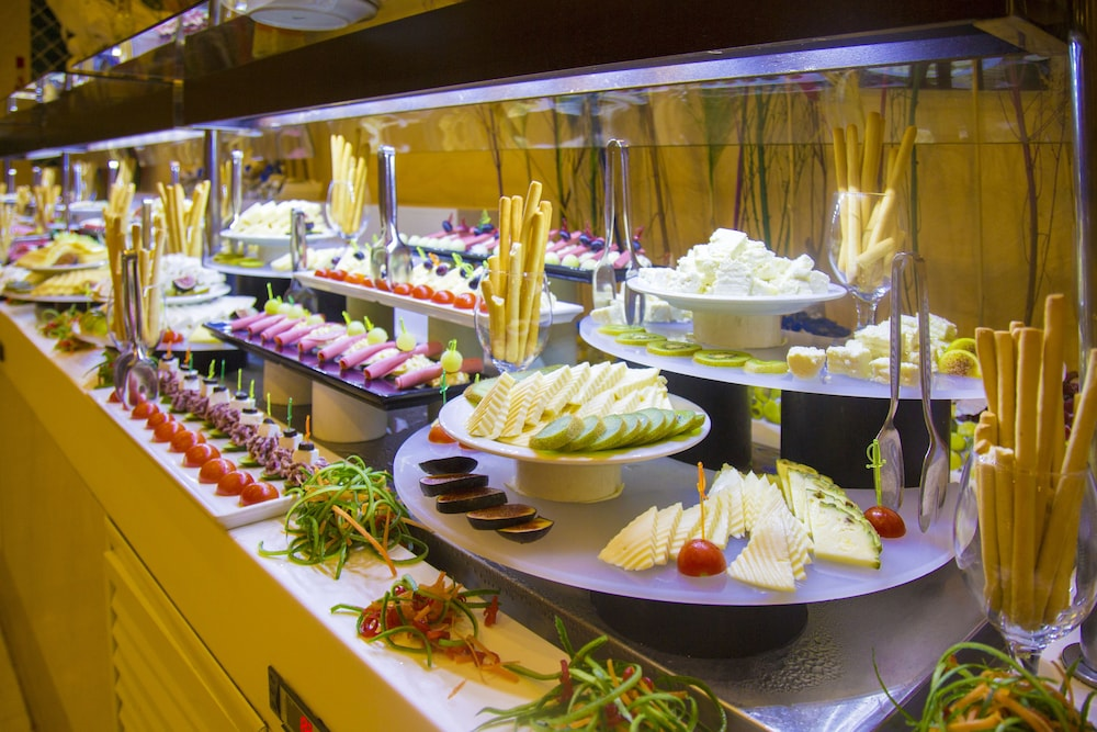 Buffet, Horus Paradise Luxury Resort - All Inclusive