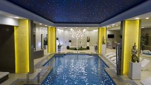 Una piscina al aire libre (de 9:00 a 17:00), tumbonas