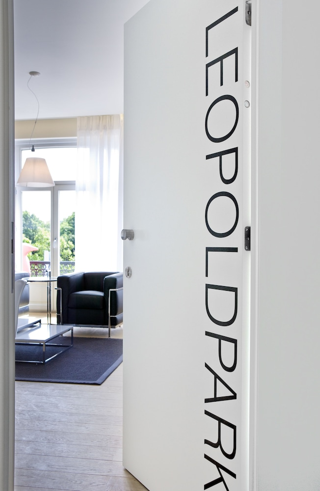 Book leopold5 luxe design apartment ostend hotel deals for Only books design apartment 8