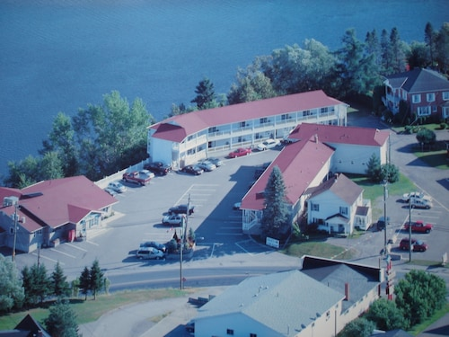 Great Place to stay Hill Top Motel & Restaurant near Grand Falls