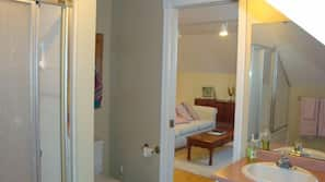 Combined shower/tub, free toiletries, hair dryer, bathrobes