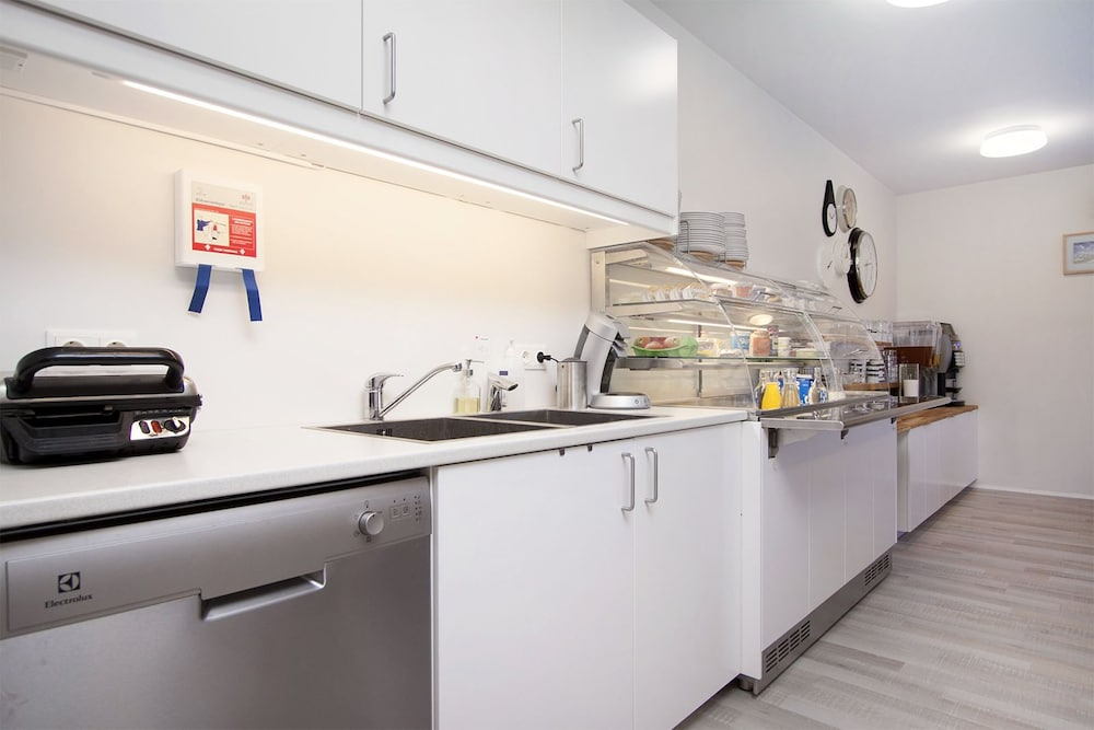 Shared Kitchen, Kef Guesthouse by Keflavík airport