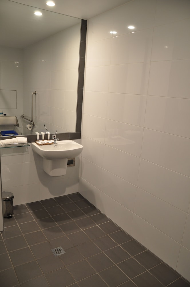 Bathroom, Mercure Sunshine Coast Kawana Waters