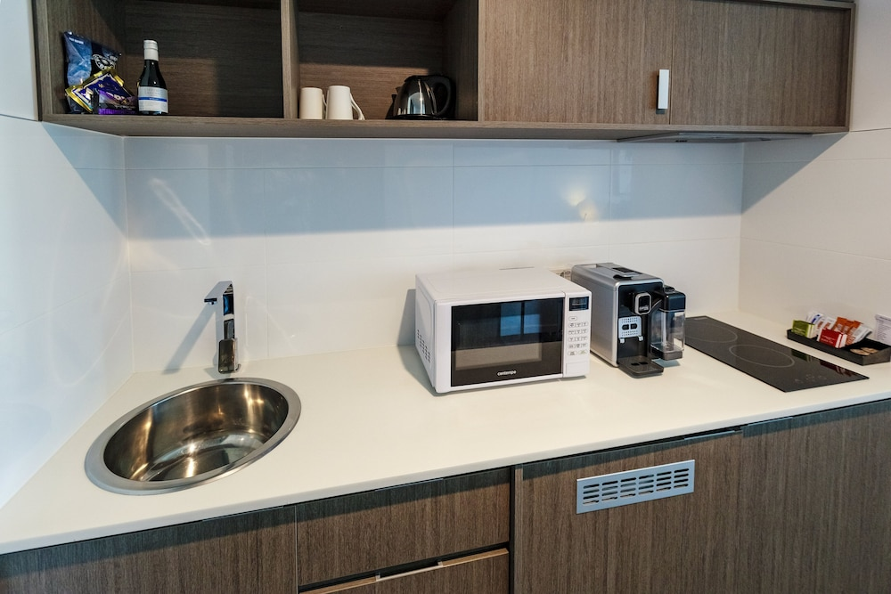 Private Kitchenette, Mercure Sunshine Coast Kawana Waters