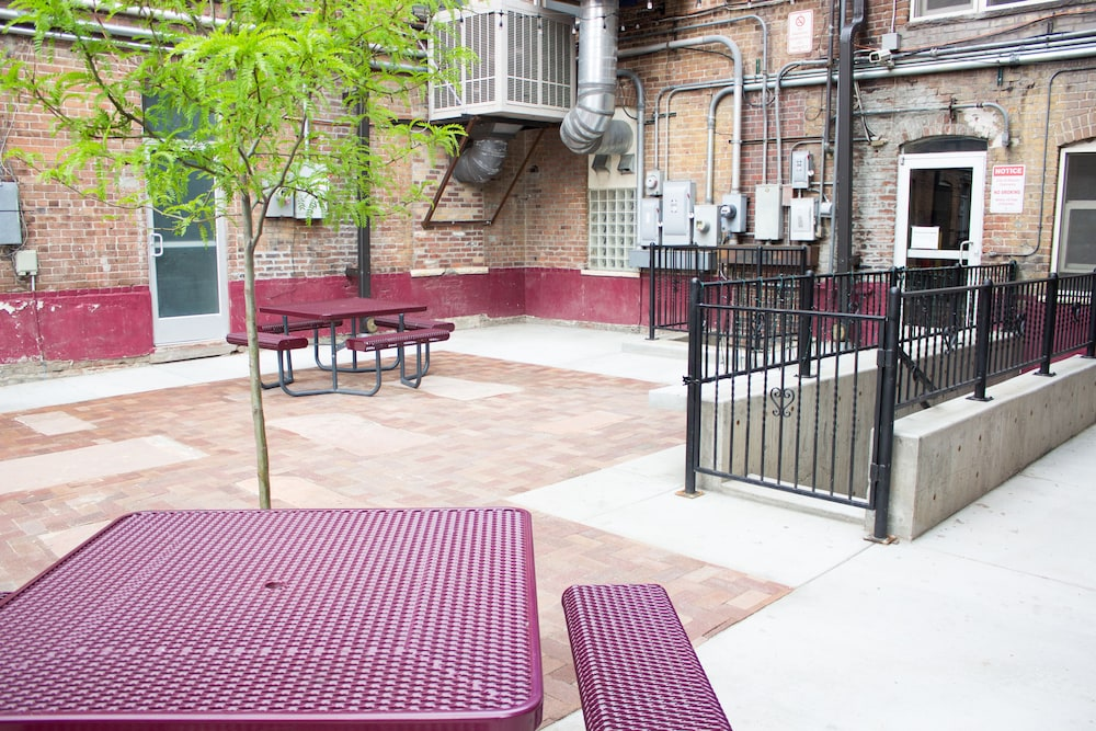 Courtyard, 11th Avenue Hostel