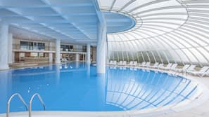 Indoor pool, 6 outdoor pools, pool umbrellas, pool loungers