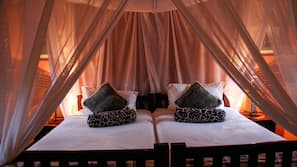 1 bedroom, desk, WiFi