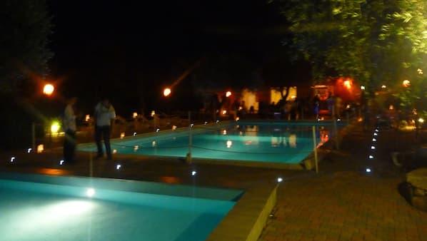 2 buitenzwembaden
