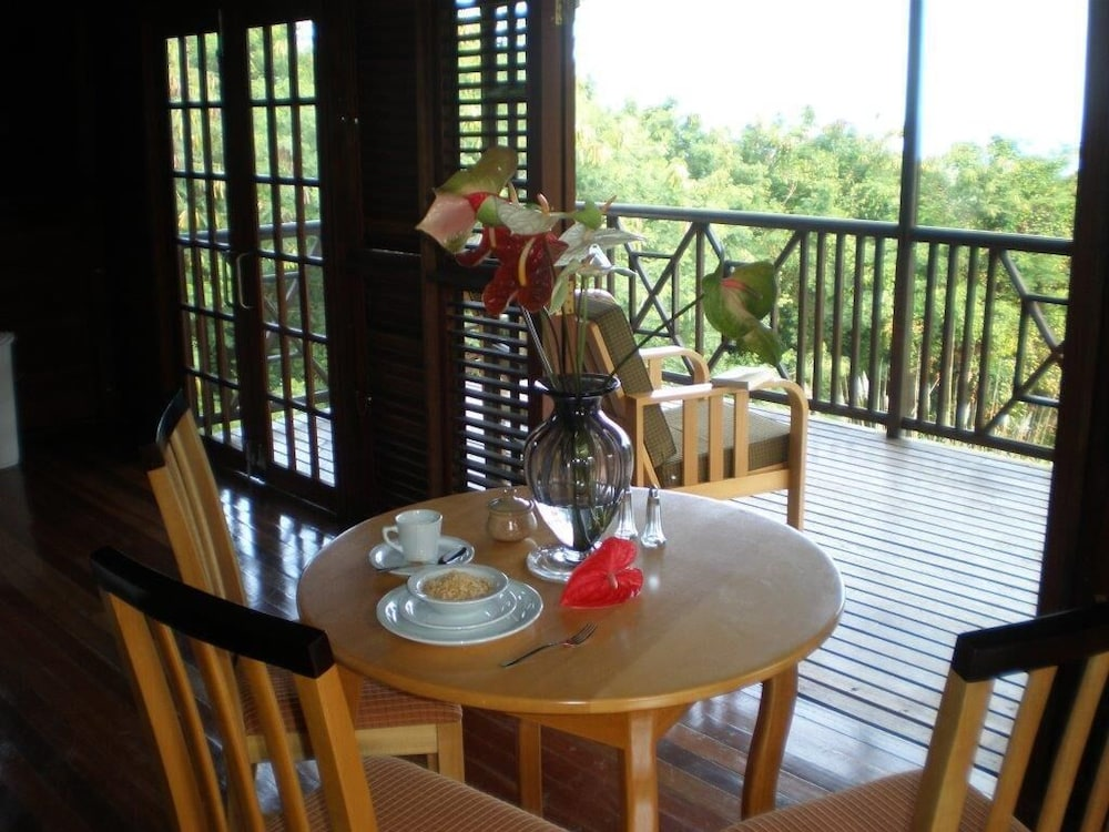 In-Room Dining, Naniki Cottages