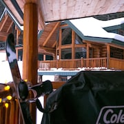 Snow Creek Cabins by Fernie Lodging Co.