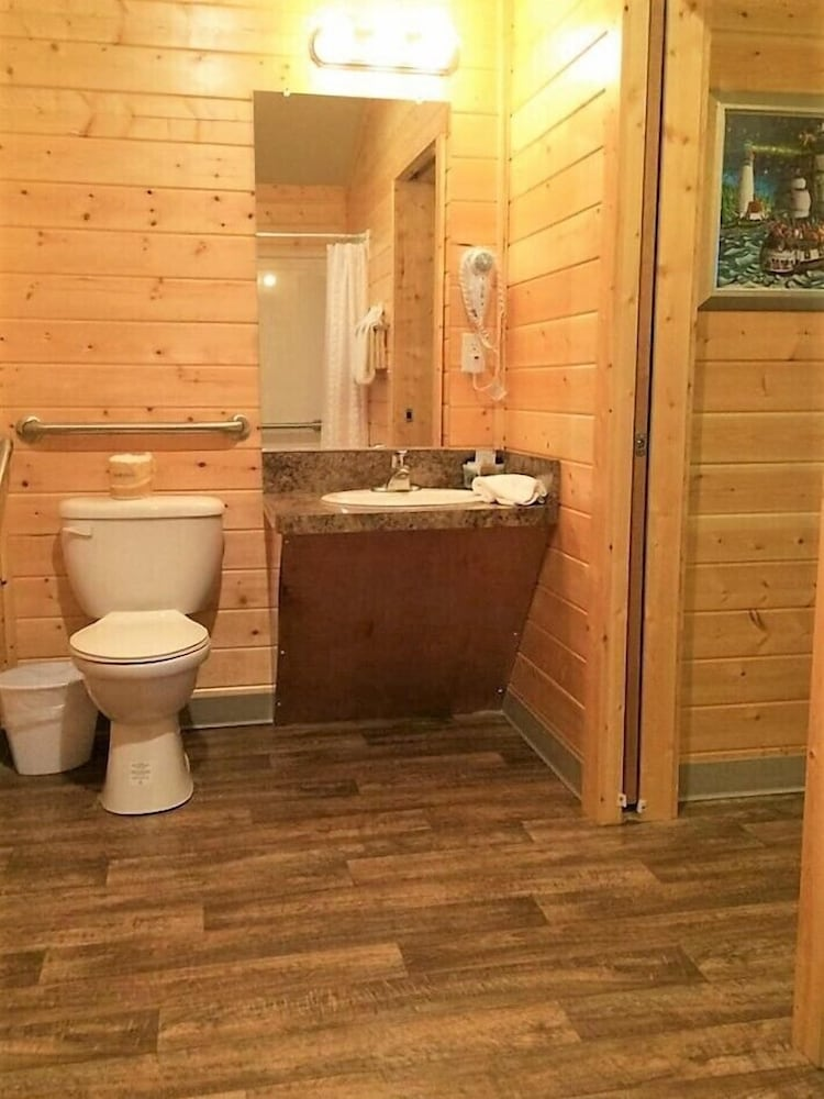 Bathroom, Westport Marina Cottages