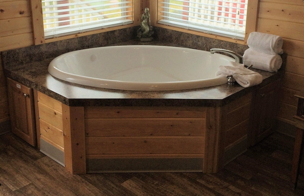 Jetted Tub, Westport Marina Cottages
