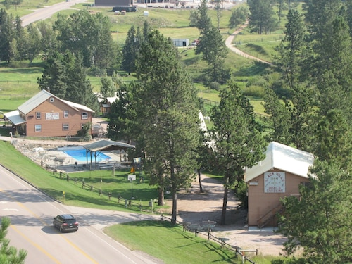 Great Place to stay Black Hills Cabins and Motel at Quail's Crossing near Hill City