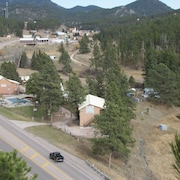 Black Hills Cabins and Motel at Quail's Crossing