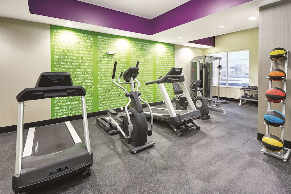 Fitness Facility, La Quinta Inn & Suites by Wyndham Springfield IL