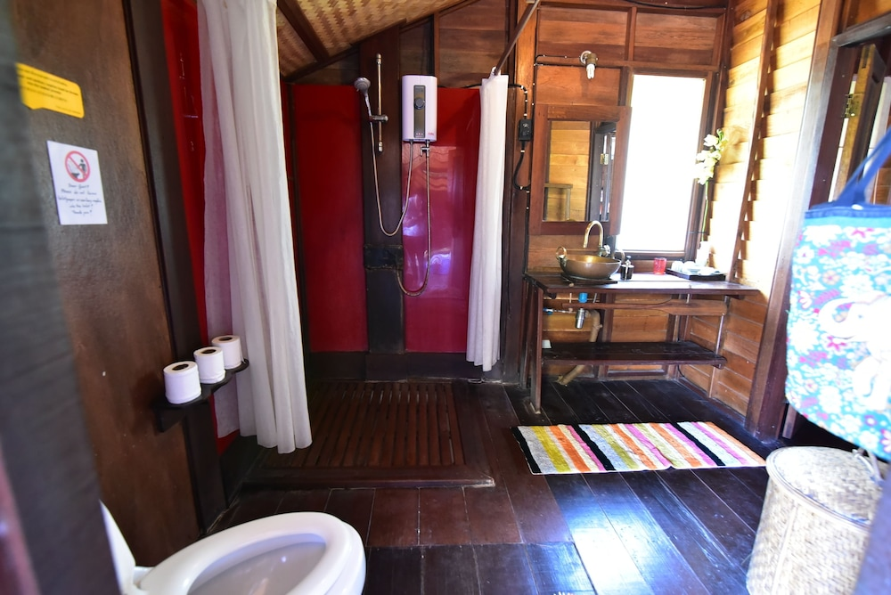Bathroom, Serendipity Beach Resort Koh Lipe