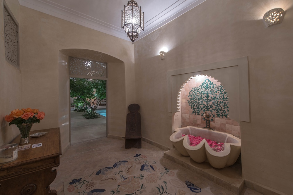 Riad Emberiza Sahari: 2018 Room Prices from $154, Deals & Reviews ...