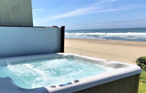 On the Beachfront Vacation Rentals (USA 11765253 4.2) photo