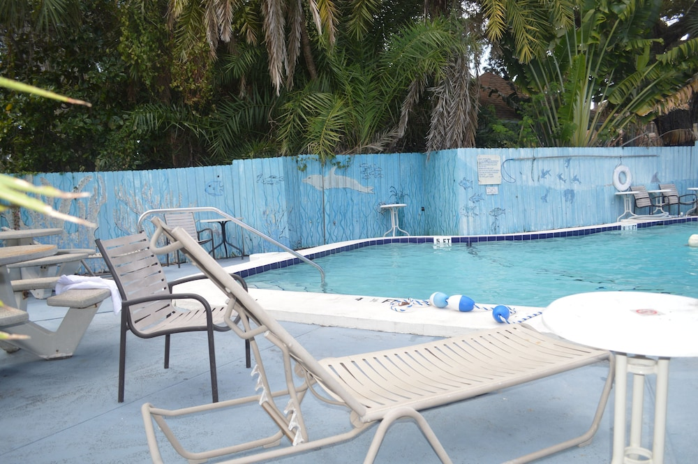 Outdoor Pool, Tarpon Inn