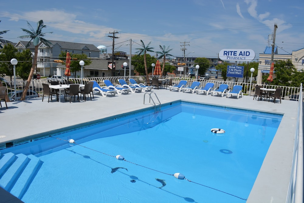 Outdoor Pool, Royal Court Motel