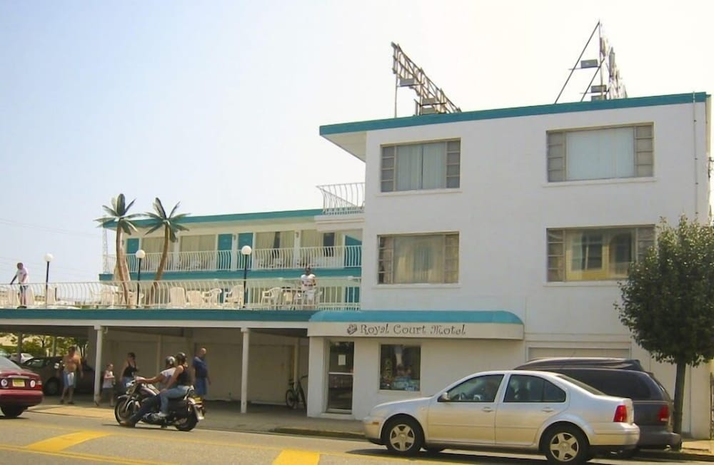 Exterior, Royal Court Motel