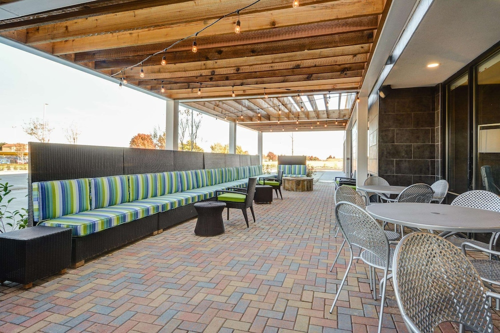 Terrace/Patio, Home2 Suites by Hilton Irving / DFW Airport North