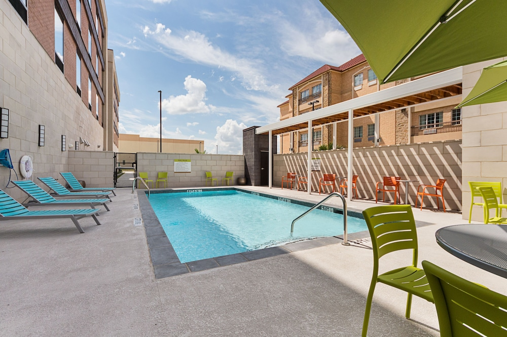 Pool, Home2 Suites by Hilton Irving / DFW Airport North