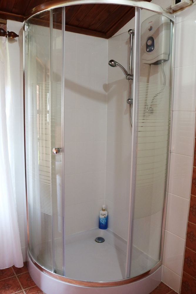 Bathroom Shower, Apple Guesthouse