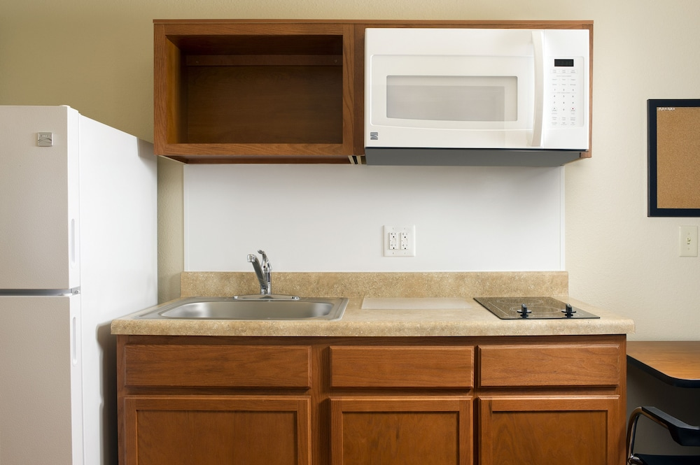 Private Kitchen, WoodSpring Suites Fort Lauderdale