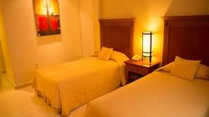 Caja fuerte, mobiliario individual, escritorio y cortinas opacas