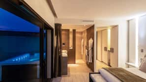 Premium bedding, free minibar, in-room safe, soundproofing