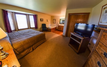 Suite, 1 King Bed with Sofabed, Jetted Tub - Guestroom