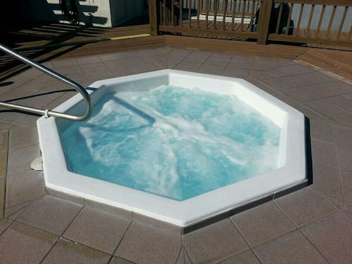 Outdoor Spa Tub, Marina Village at Snug Harbor