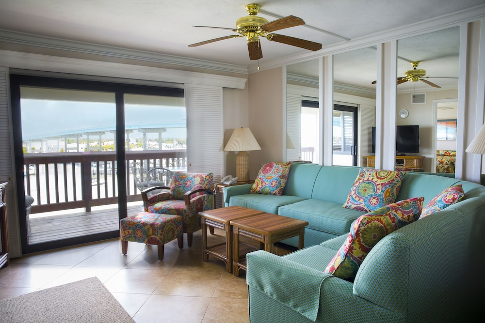 Living Area, Marina Village at Snug Harbor
