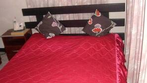 1 bedroom, iron/ironing board, rollaway beds, free WiFi