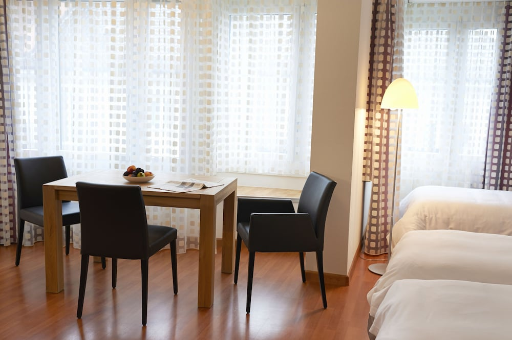 In-Room Dining, Congress Apartments by Hotel du Commerce