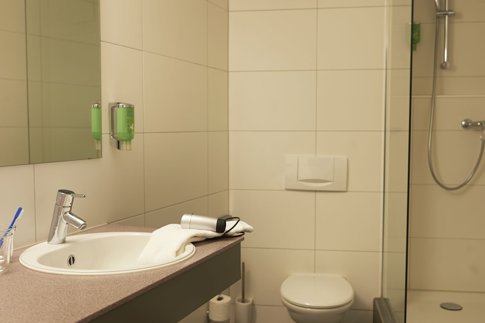 Bathroom, Congress Apartments by Hotel du Commerce