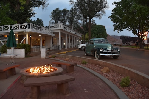 Great Place to stay Parry Lodge near Kanab