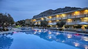 5 outdoor pools, pool umbrellas, pool loungers
