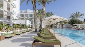 Piscina coperta, 5 piscine all'aperto, ombrelloni da piscina, lettini