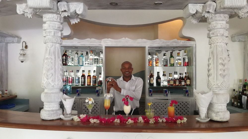 Bar, Sun Palm Beach Resort