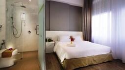 T+ Hotel Macallum