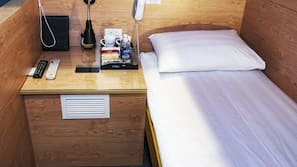 Desk, soundproofing, free WiFi, linens