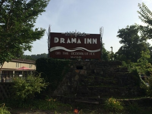 Great Place to stay Drama Inn near Cherokee