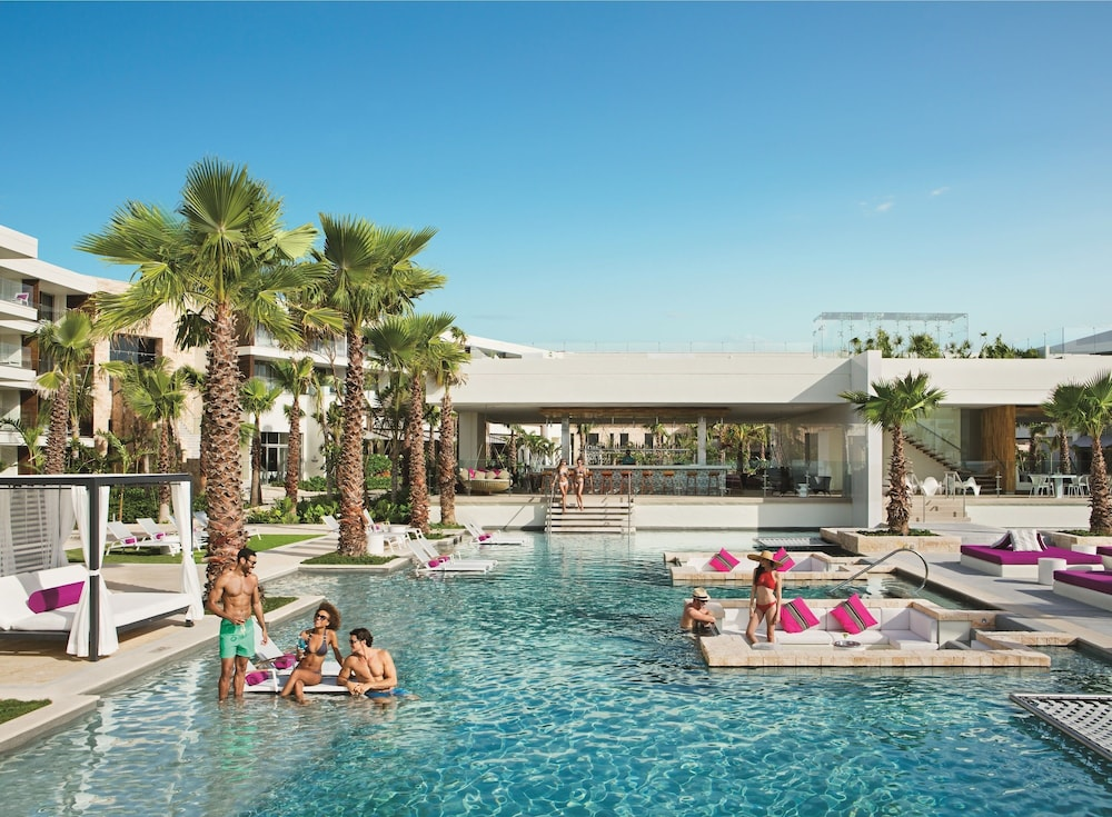 Breathless riviera cancun resort spa all inclusive in for Cheap spa resort packages