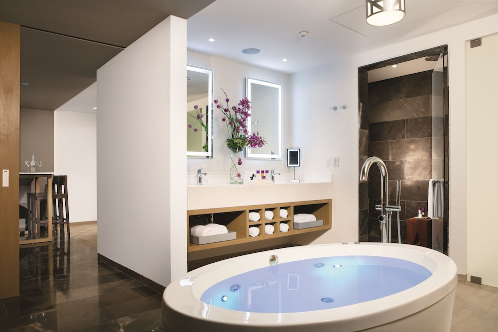 Jetted Tub, Breathless Riviera Cancun Resort & Spa