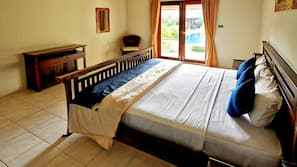 2 bedrooms, in-room safe, desk, iron/ironing board