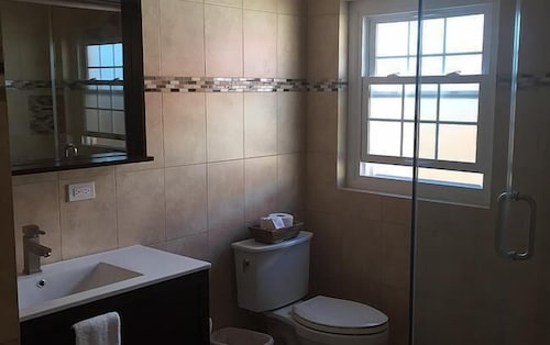 Bathroom, Paraquet Apartments