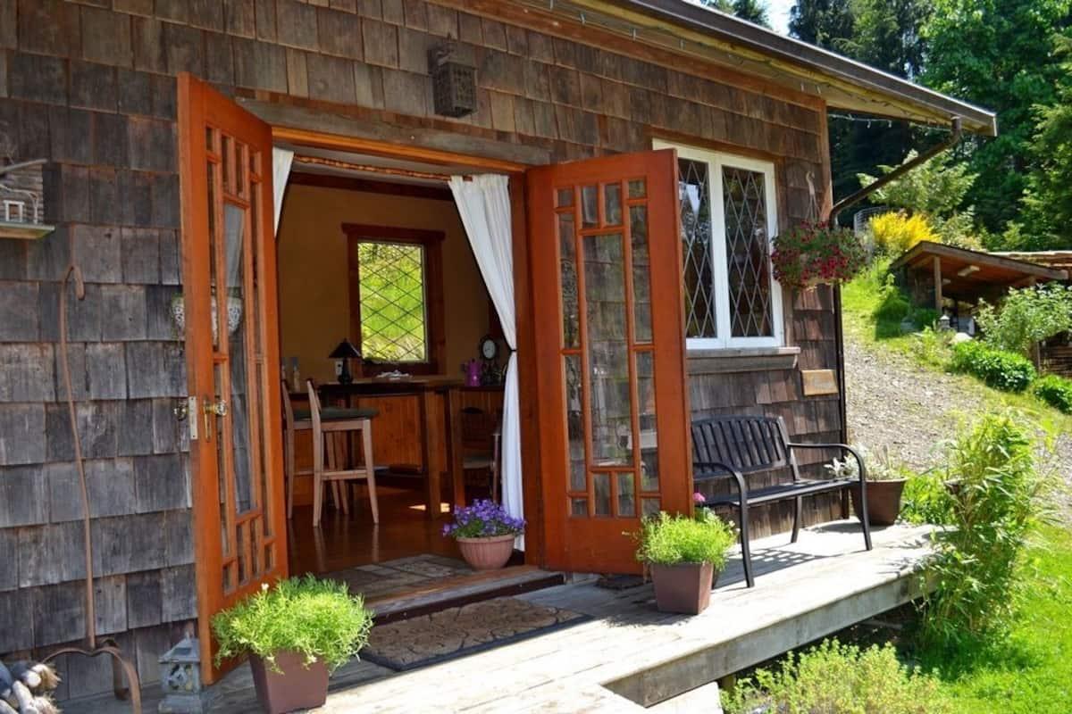 Alderwood Cottage Suite Bowen